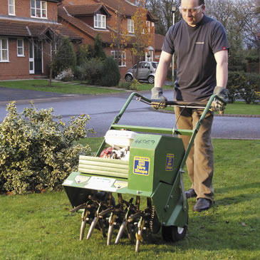 powered-lawn-aerator-hollow